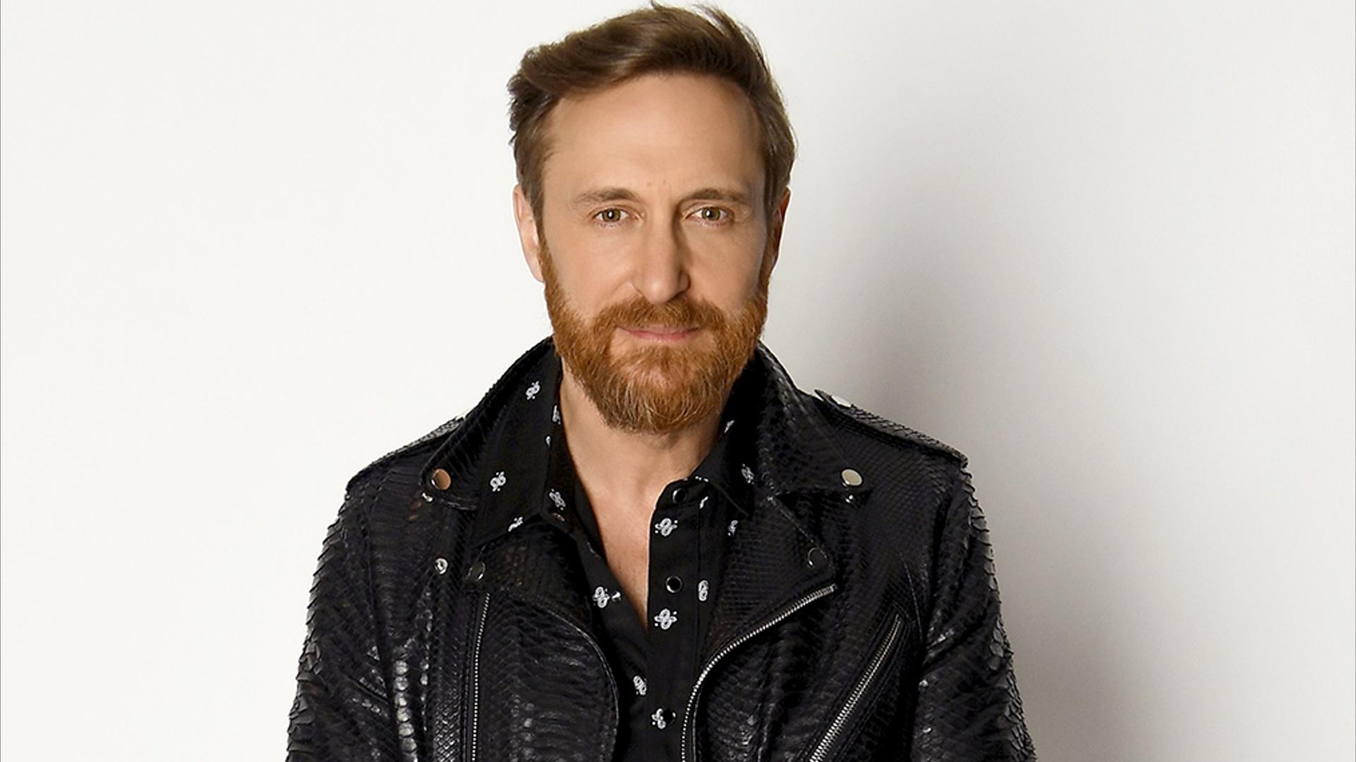 David Guetta hace cola...J Balvin Youtube