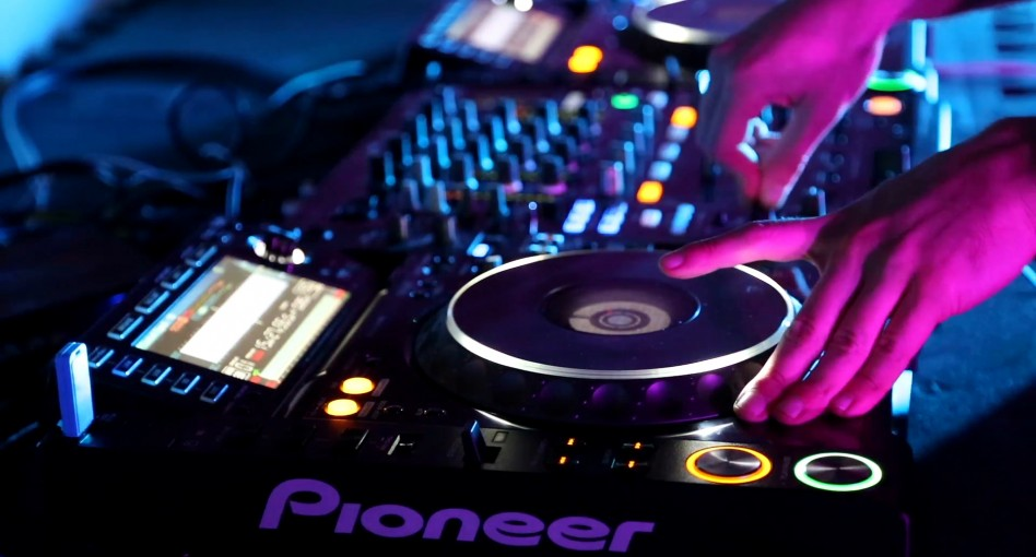 THE BEST DJ EQUIPMENT FOR STARTERS