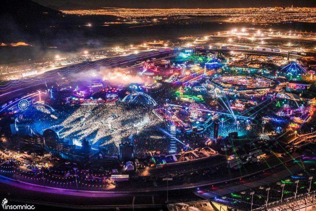 Insomniac despide al 50 % de sus trabajadores con la esperanza de recontratarlos cuando se pueda organizar otro festival.