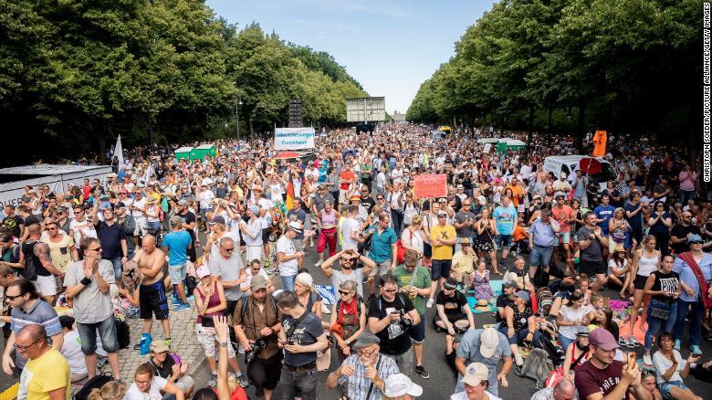 Protesta en Alemania contra medidas gubernamentales sobre COVID-19